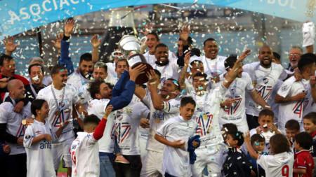 Смъртта на фена помрачи радостта на футболистите на Насионал.