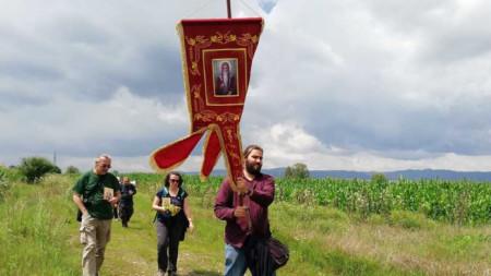 Фотоизложбата представя в пълнота поклонническия маршрут, преминаващ през 4 епархии, 8 административни области, 18 общини и над 70 населени места.