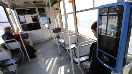 Унизителен инцидент в градския транспорт със съблечено момче провокира много коментари как реагираме в подобни случаи. Снимката е илюстративна.
