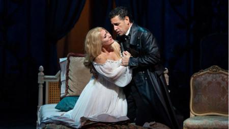 Диана Дамрау (в ролята на Виолета) и Хуан Диего Флорес (в ролята на Алфред Жермон)