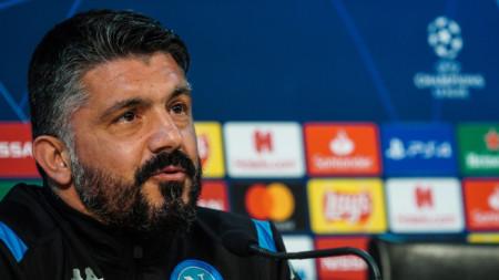 Дженаро Гатузо остава в Неапол.