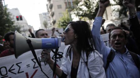 Протест на медици в Атина срещу изискването да са ваксинирани, за да ходят на работа, 21 октомври 2021 г.
