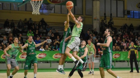 Балкан с първа крачка към финала в баскетбола