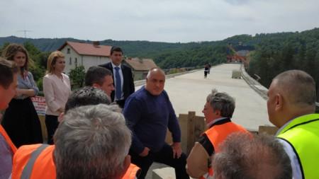 Борисов провери изграждането на обходния път на Габрово.