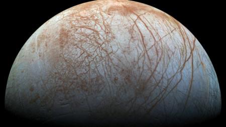 Юпитеровата луна Европа, заснета с телескопа Галилео на НАСА