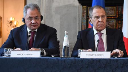 Руският военен министър Сергей Шойгу и руският външен министър Сергей Лавров.