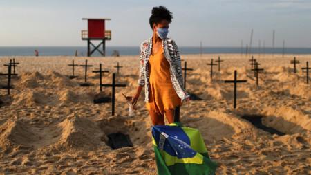 Кръстовете са в памет на 40-те хиляди жертви на коронавируса