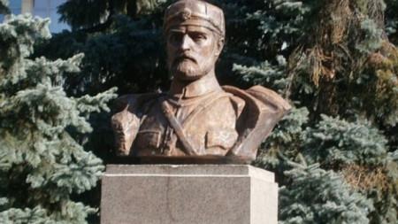 Бюст – паметник на Тодор Александров в Благоевград