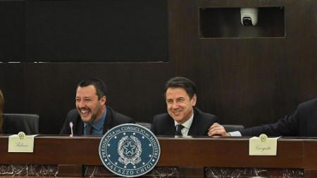 Матео Салвини и Джузепе Конте на пресконференцията по повод 500 години от рождението на Леонардо да Винчи