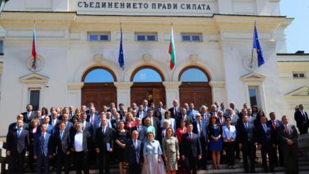 Депутати от новия парламент позират за обща снимка, 21 юли 2021 г.