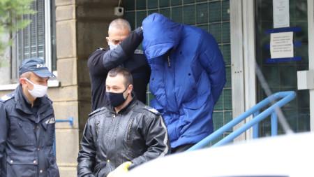22-годшният Кристиан Николов при извеждането му от 4 РПУ в столицата