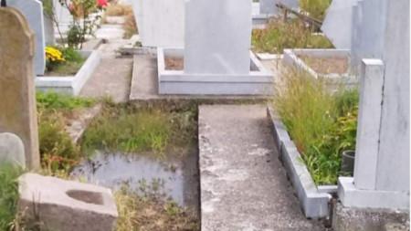 Наводненото гробище