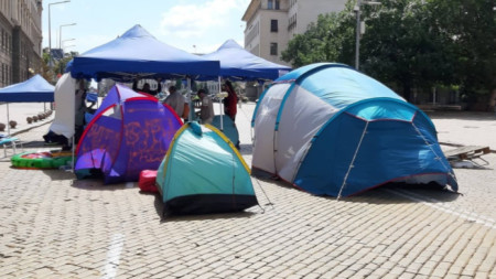 Blockade with tents in central Sofia on the morning of August 6