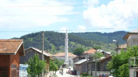 Главната улица на село Барутин