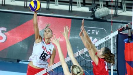 Елица Василева отбеляза 15 точки срещу Франция