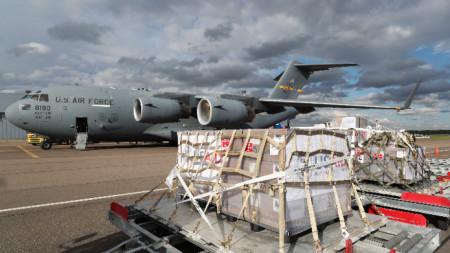 Вчера Русия получи доставка респиратори от САЩ.