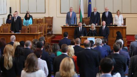 Росен Желязков, Петя Аврамова и Младен Маринов положиха клетва като министри.