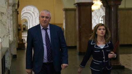Административният ръководител на Софийска градска прокуратура Емилия Русинова и директорът на ГДБОП Ивайло Спиридонов дадоха брифинг във връзка с образувано досъдебно производство срещу служител на НАП за подкуп.