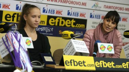 Воложанина и Стойнева по време на пресконференцията.