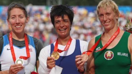 Румяна Нейкова (в середине)