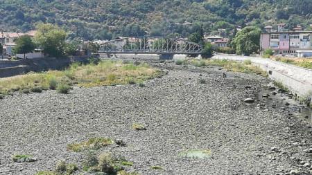Коритото на река Въча