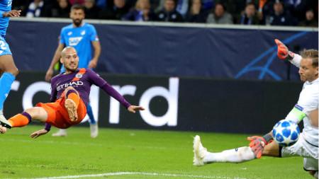Давид Силва вкарва победния гол
