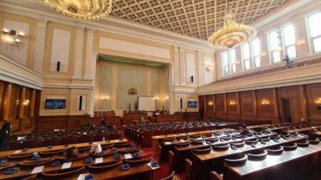 Пленарната зала на Народното събрание през тази година е арена на ожесточени политически сблъсъци.