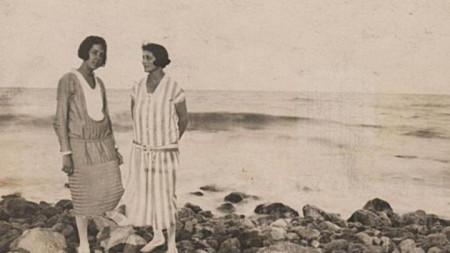 Дора Габе и Елисавета Багряна,1927 г.  Архив на Регионална библиотека гр. Добрич