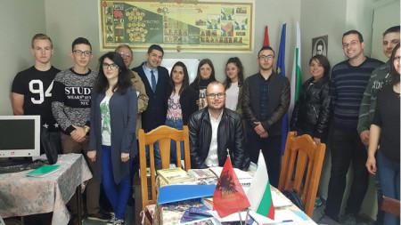 Д-р Милен Врабевски с представители на българската общност в Албания.