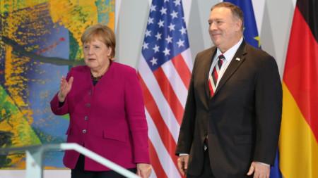 Ангела Меркел и Майкъл Помпейо на срещата им в Берлин.