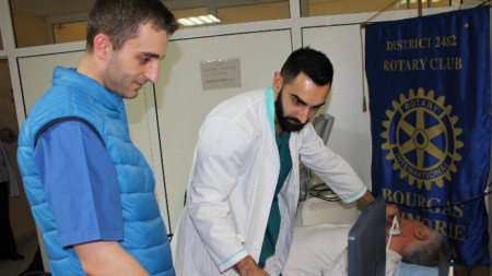 Д-р Радослав Шишков с д-р Христо Стефанов по време на прегледите