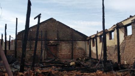 Изгорялата конна база в с. Сираково