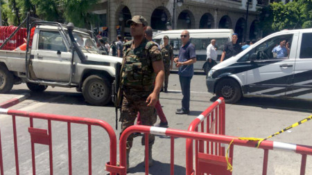 Силите за сигурност блокираха района на експлозията на централната улица в столицата на Тунис.