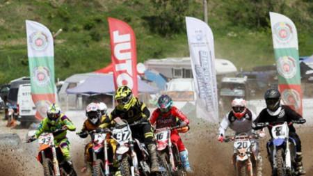 Над 3000 души изгледаха състезанията по мотокрос край град Левски