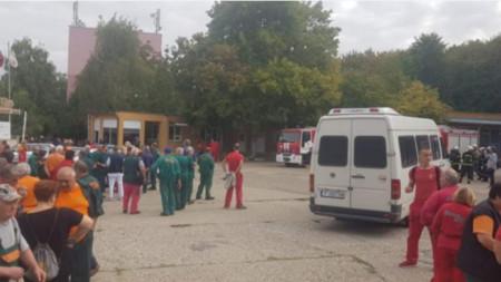"""Пожар във военния завод """"Дунарит"""", евакуират работниците."""
