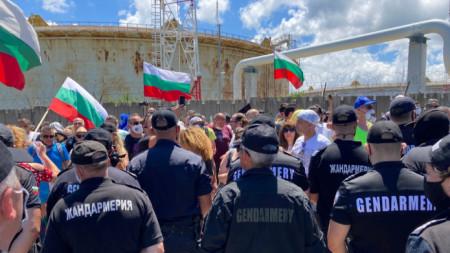 Протестите за достъп до плажа край парк