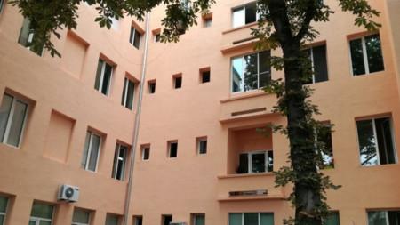 Обновената фасада на болницата