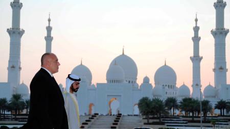 """Премиерът Бойко Борисов и шейх Мохамед бин Зайед Ал-Нахаян по време на разходката си в неделя до  джамията """"Шейх Зайед""""."""