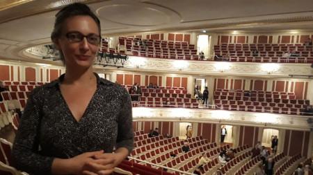 Нева Мичева на фона на асоциална дистанция в Staatsoper в Берлин
