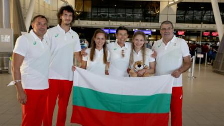 Лекоатлетите Тихомир Иванов, Инна Ефтимова и Габриела Петрова заминаха снощи за Токио.