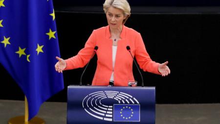 Председателят на Европейската комисия Урсула фон дер Лайен говори пред Европейския парламент в Страсбург.