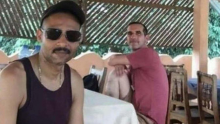 Лоран Лассимуйас (вляво) и Патрик Пике – освободените френски заложници при операцията в Буркина Фасо, спасила от похитители американка и южнокорейка.