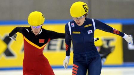 Световната шампионка Фан Късин (вляво) ще се състезава в София.