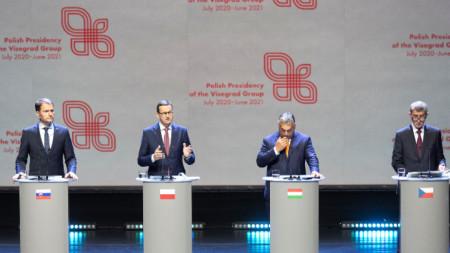 Премиерите на Словакия Игор Матович, на Полша Матеуш Моравецки, на Унгария Виктор Орбан и на Чехия Андрей Бабиш (отляво надясно) - Брюксел, 24 септември 2020
