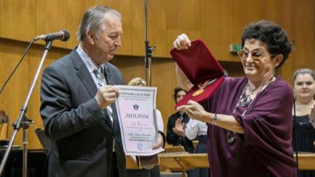 Проф. Анна Белчева получава титлата Доктор хонорис кауза на НМА през 2014 г.
