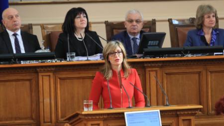Вицепремиерът Екатерина Захариева определи деня като исторически