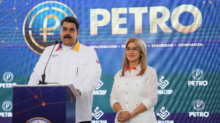 Президентът Николас Мадуро иска купувачите на венецуелски петрол да плащат в петро, но желаещи няма