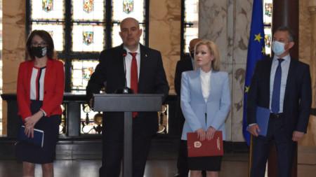 Главният прокурор Иван Гешев и говорителката му Сийка Милева на брифинга за досъдебно производство, касаещо националната сигурност.