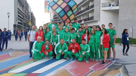 Българските участници преди церемонията на закриването в Буенос Айрес.