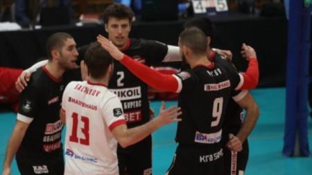 Нефтохимик поведе на Левски в полуфиналите по волейбол